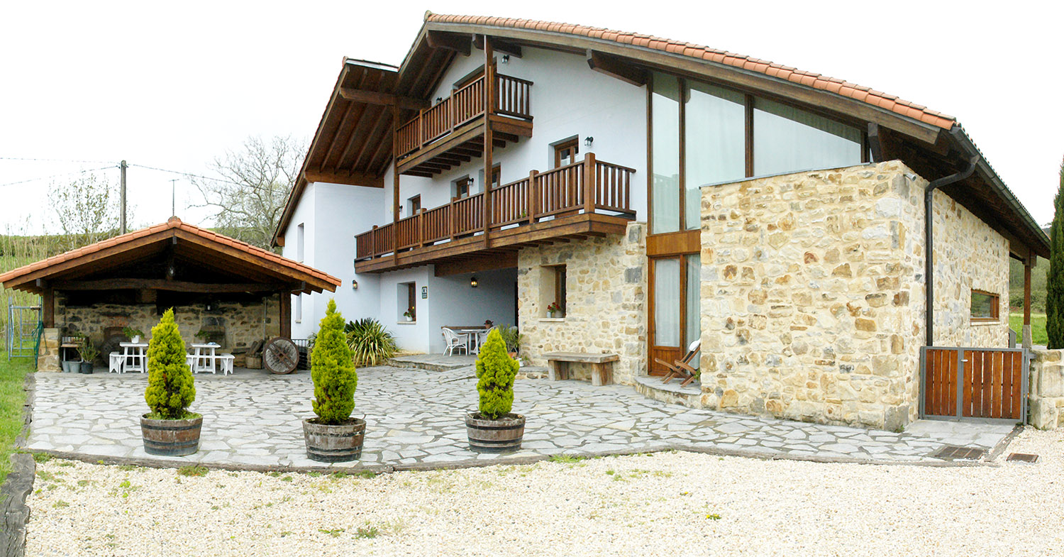 Casa rural errota barri for Apartamentos rurales con piscina